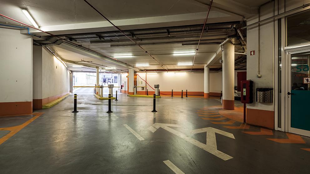 Parque De Estacionamento Do Passeio Das Cardosas